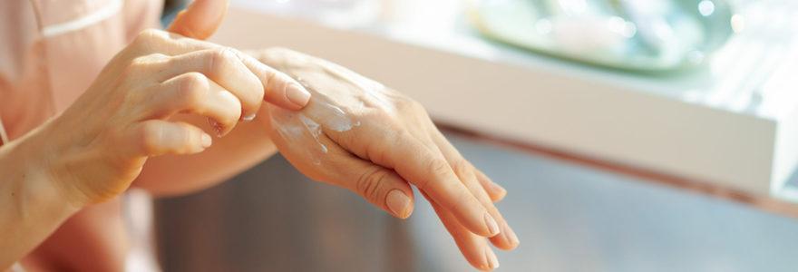 Hydrater la peau des mains